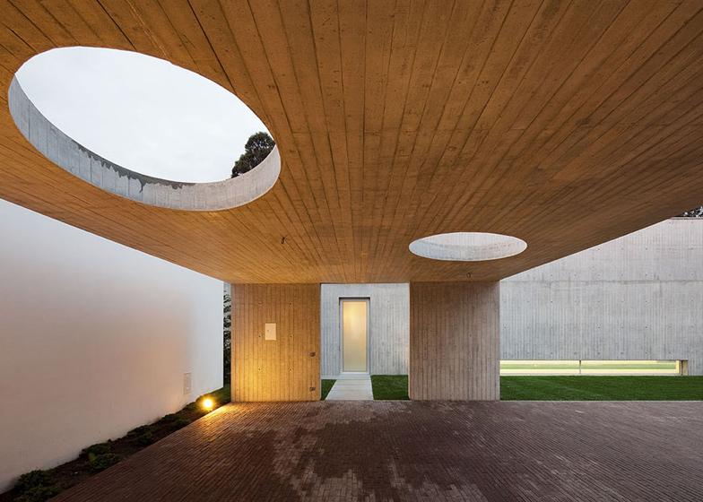 Dezeen_House-in-Ovar-by-Paula-Santos_SS_7.jpg