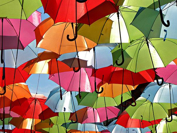 floating-umbrellas-installation-agueda-portugal-1.jpg