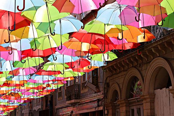 floating-umbrellas-installation-agueda-portugal-4.jpg