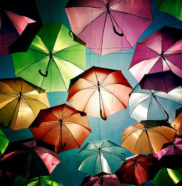 floating-umbrellas-installation-agueda-portugal-7.jpg