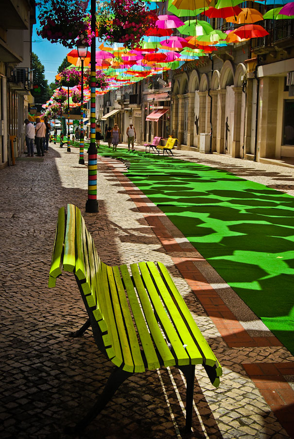 floating-umbrellas-installation-agueda-portugal-8.jpg
