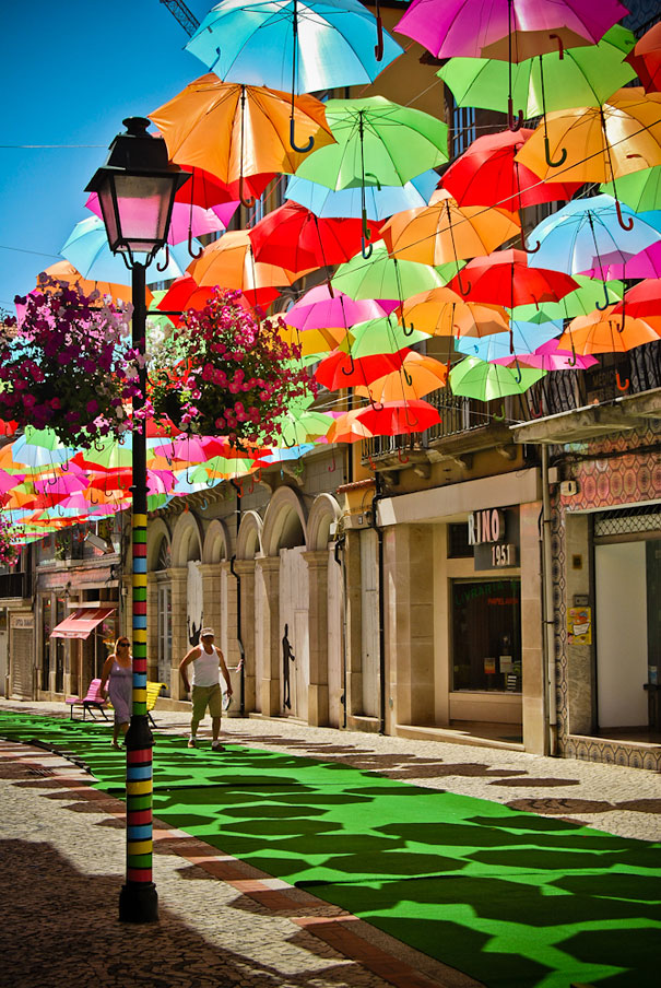 floating-umbrellas-installation-agueda-portugal-9.jpg