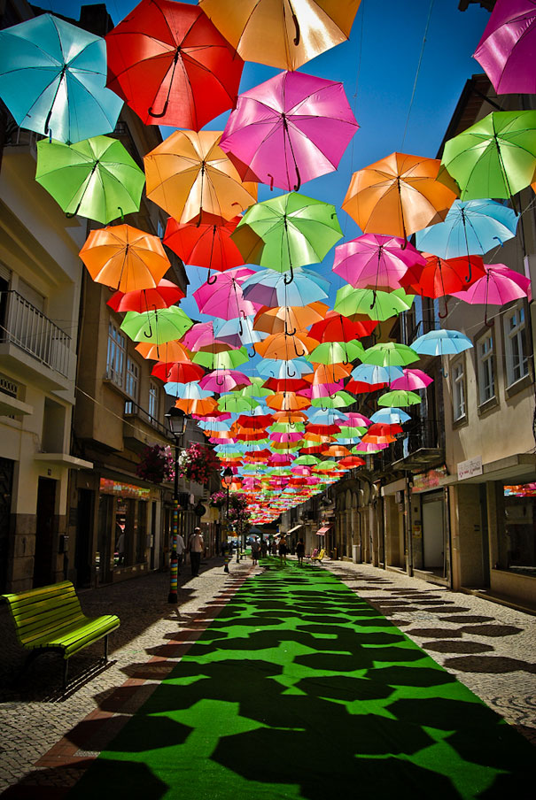 floating-umbrellas-installation-agueda-portugal-10.jpg