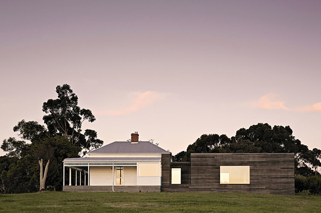 Courtyard-House-studio-moore-Lachlan-Moore-Gippsland-Victoria-1.jpg