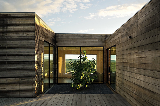 Courtyard-House-studio-moore-Lachlan-Moore-Gippsland-Victoria-2.jpg