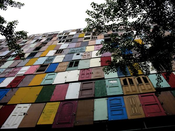 1000-doors-by-Choi-Jeong-Hwa-the-tree-mag-01.jpg