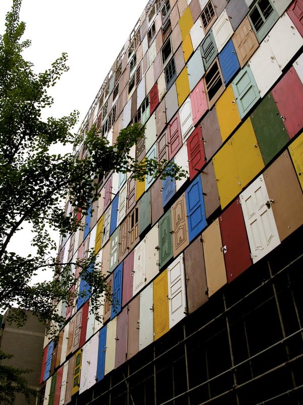 1000-doors-by-Choi-Jeong-Hwa-the-tree-mag-04.jpg