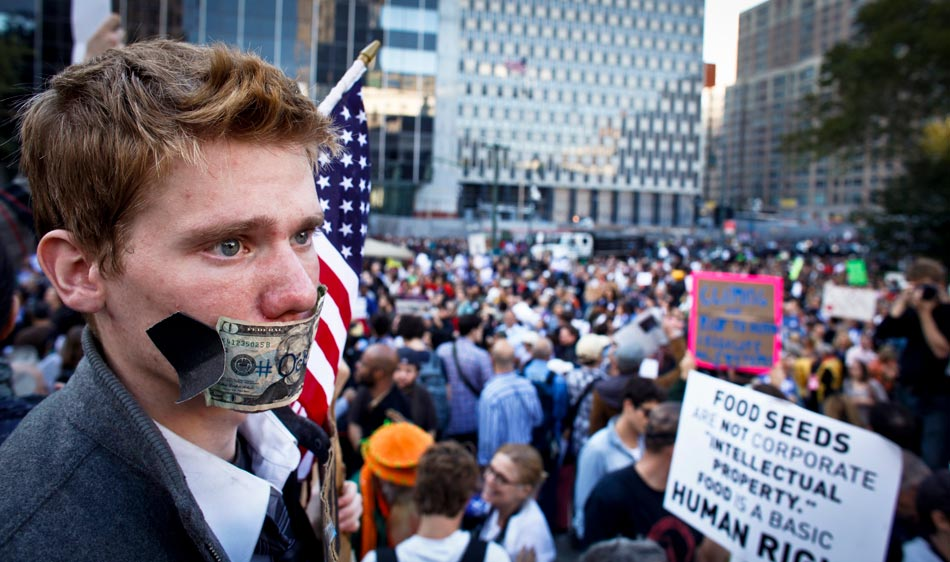 New York – Occupy Wall Street Protest – Highlights October 5 (2011) photography by Eduardo Munaz Alvares/viewpress