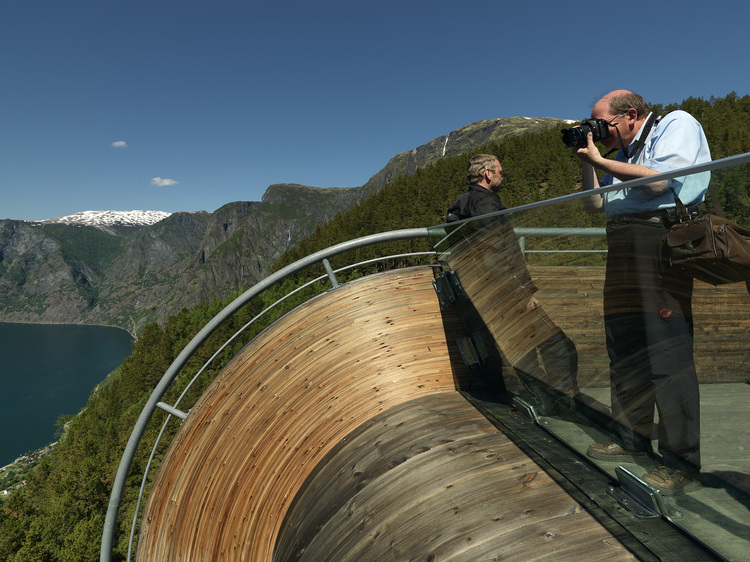 Aurland Look out by Saunders & Wilhelmsen the-tree-mag A6539612.jpg