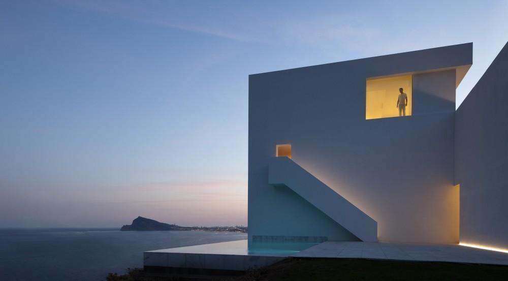 Casa del Acantilado by Fran Silvestre Arquitectos the-tree-mag 400.jpg