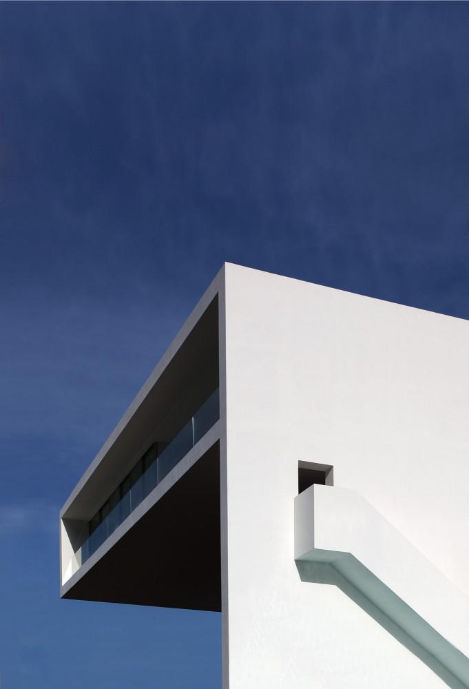 Casa del Acantilado by Fran Silvestre Arquitectos the-tree-mag 500.jpg