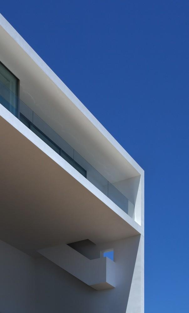 Casa del Acantilado by Fran Silvestre Arquitectos the-tree-mag 600.jpg