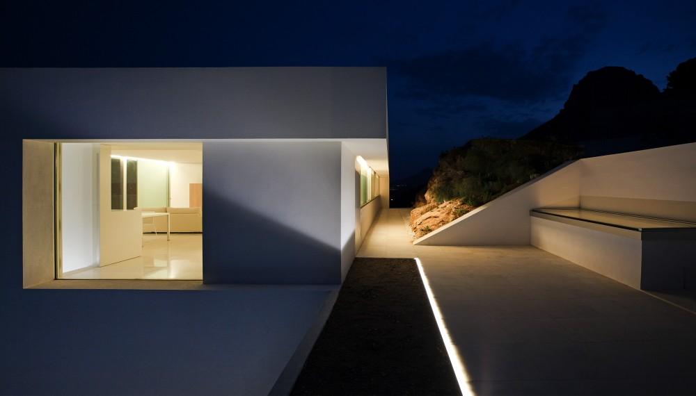 Casa del Acantilado by Fran Silvestre Arquitectos the-tree-mag 1300.jpg