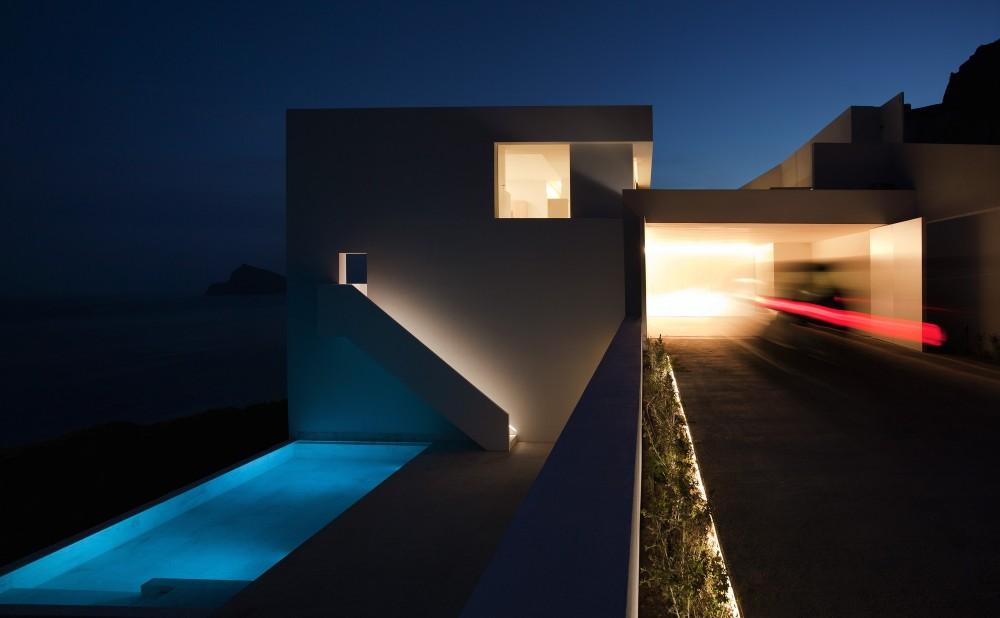Casa del Acantilado by Fran Silvestre Arquitectos the-tree-mag 2400.jpg