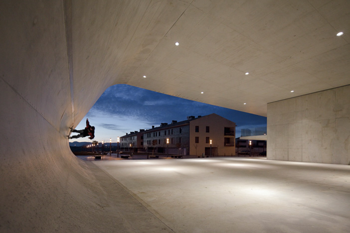 Edificio Dotacional Cordovilla by Itziar Iriarte the-tree-mag 10.jpg