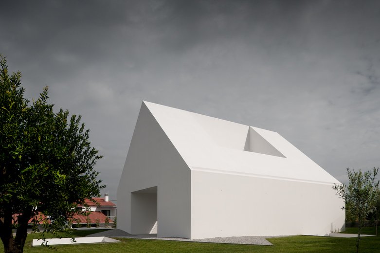 House In Leiria by Aires Mateus the-tree-mag 10.jpg
