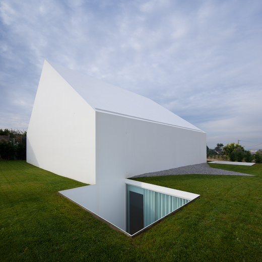 House In Leiria by Aires Mateus the-tree-mag 40.jpg