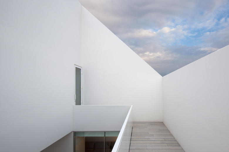 House In Leiria by Aires Mateus the-tree-mag 80.jpg
