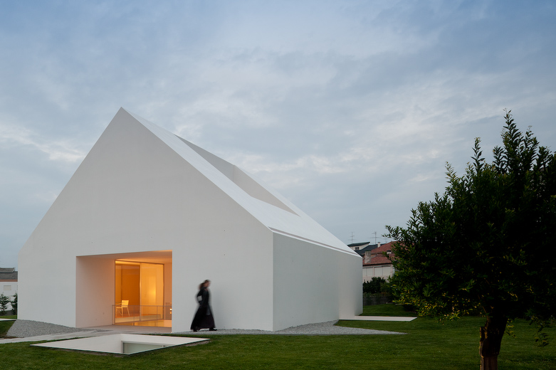 House In Leiria by Aires Mateus the-tree-mag 100.jpg