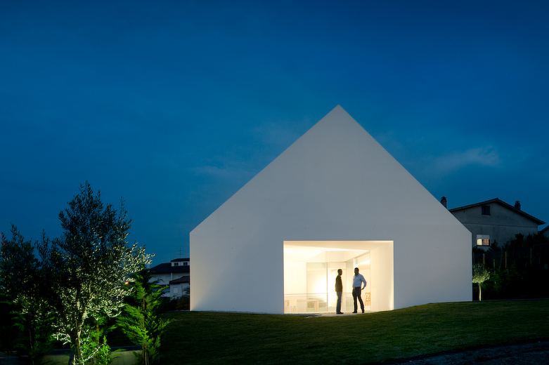 House In Leiria by Aires Mateus the-tree-mag 140.jpg