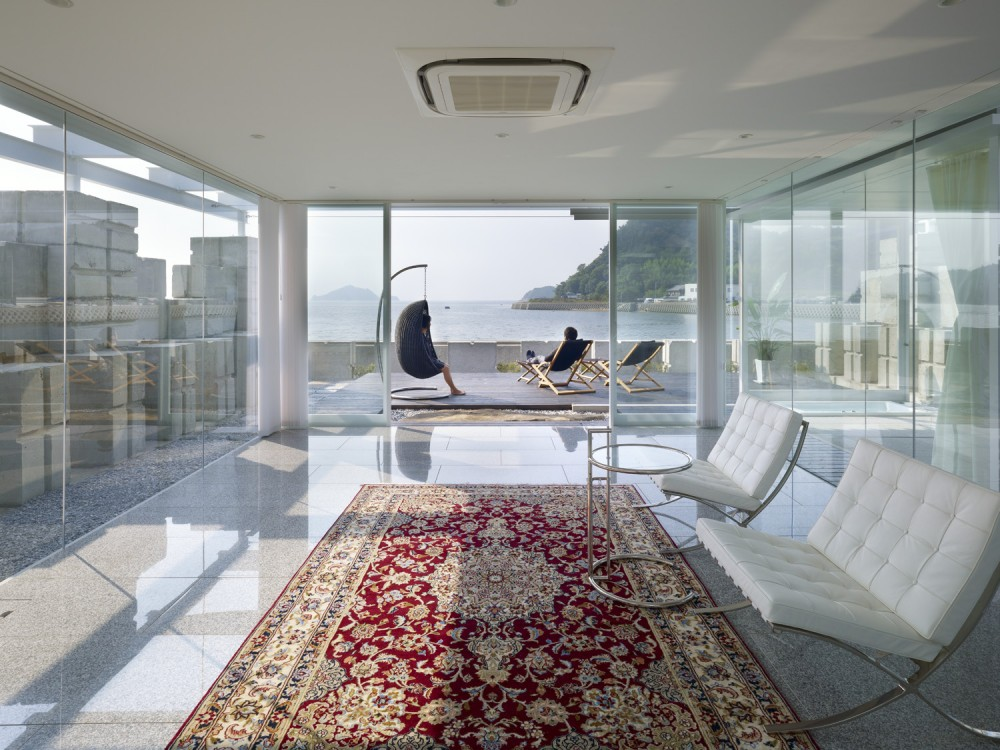Glass House for Diver by Naf architect & design the-tree-mag 20.jpg