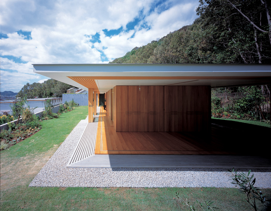 floating-roof-house-by-tezuka-architects-the-tree-mag-20.jpg