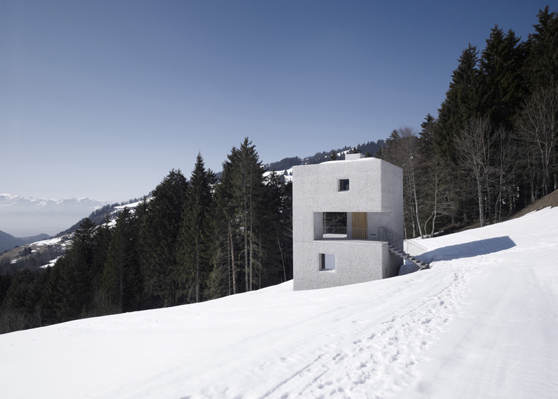 the-tree-mag_mountain-cabin-by-martemarte-architects-10.jpg