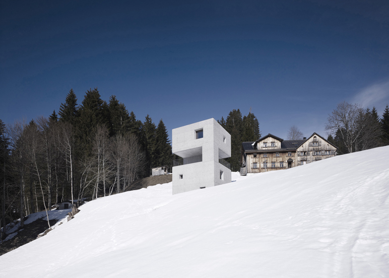the-tree-mag_mountain-cabin-by-martemarte-architects-20.jpg