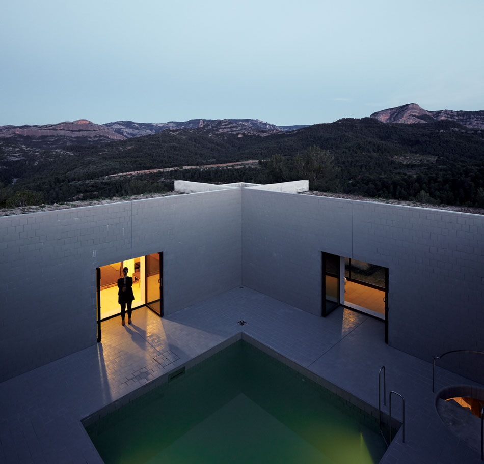 the_tree_mag-solo-houses-by-pezo-von-ellrichshausen-architects-340.jpg