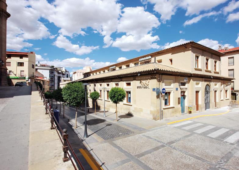 the-tree-mag_centro-infantil-del-mercado-by-miquel-marin-nez-and-csar-rueda-bone-800.jpg