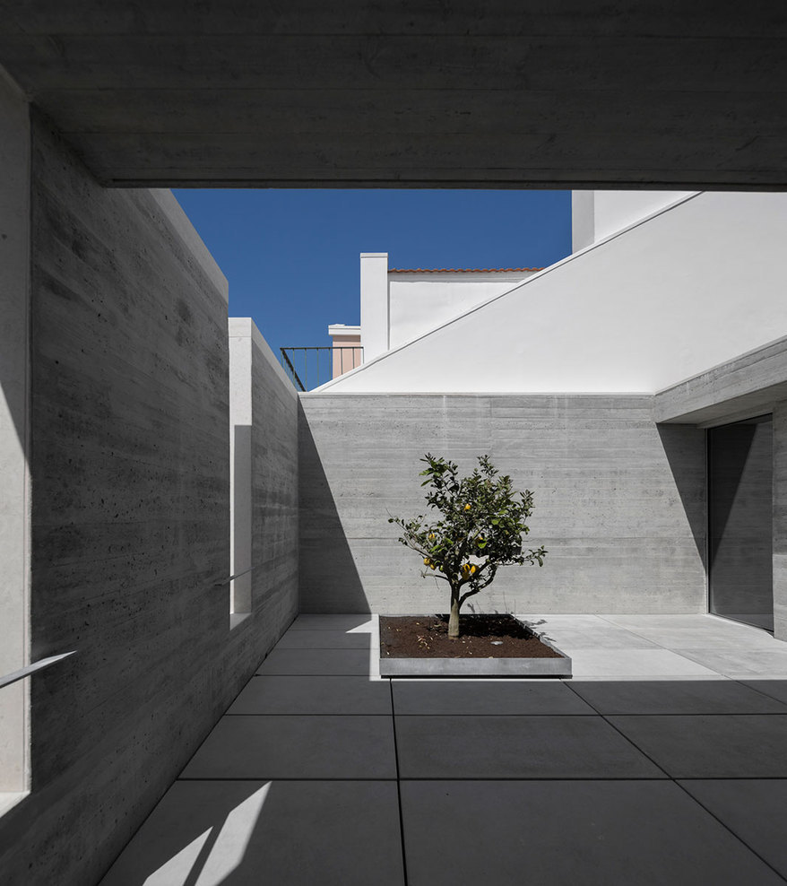 the-tree-mag_house-in-lisbon-by-arx-portugal-arquitectos-30.jpg
