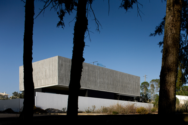 the-tree-mag_house-in-aldeia-do-juso-by-arx-and-stefano-riva-20.jpg