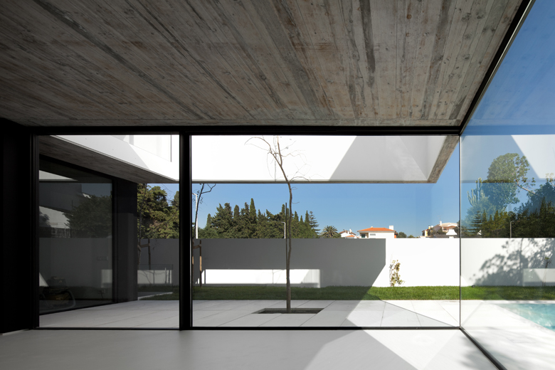 the-tree-mag_house-in-aldeia-do-juso-by-arx-and-stefano-riva-80.jpg