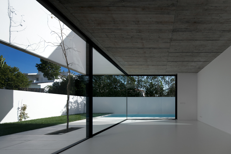 the-tree-mag_house-in-aldeia-do-juso-by-arx-and-stefano-riva-90.jpg