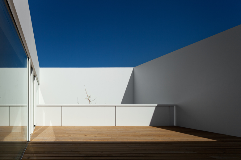 the-tree-mag_house-in-aldeia-do-juso-by-arx-and-stefano-riva-190.jpg