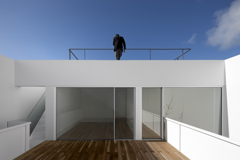 the-tree-mag_house-in-aldeia-do-juso-by-arx-and-stefano-riva-200.JPG