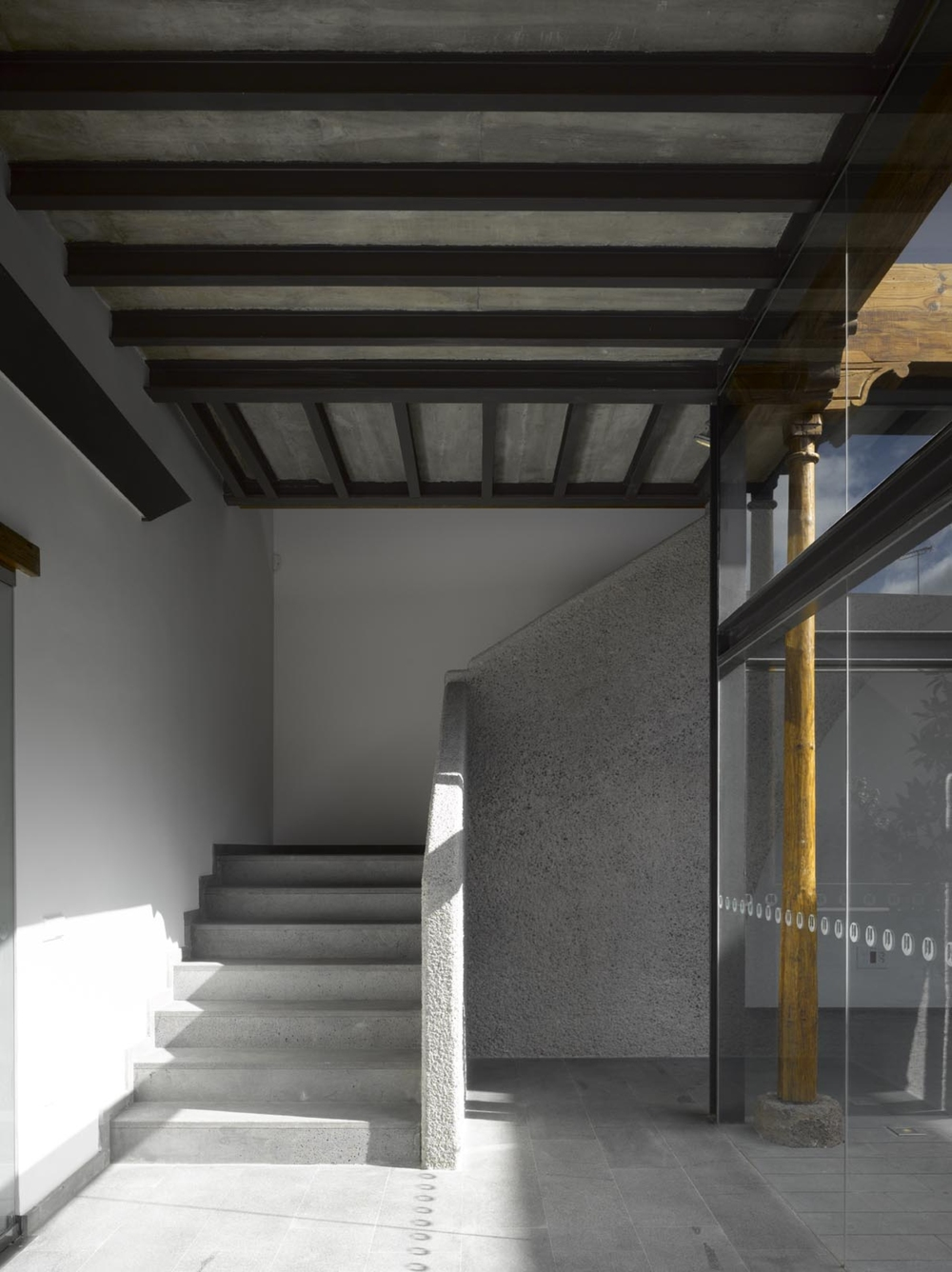 the-tree-mag-xviii-c-house-restoration-for-notary-office-by-corona-y-p-amaral-arquitectos-190.jpg