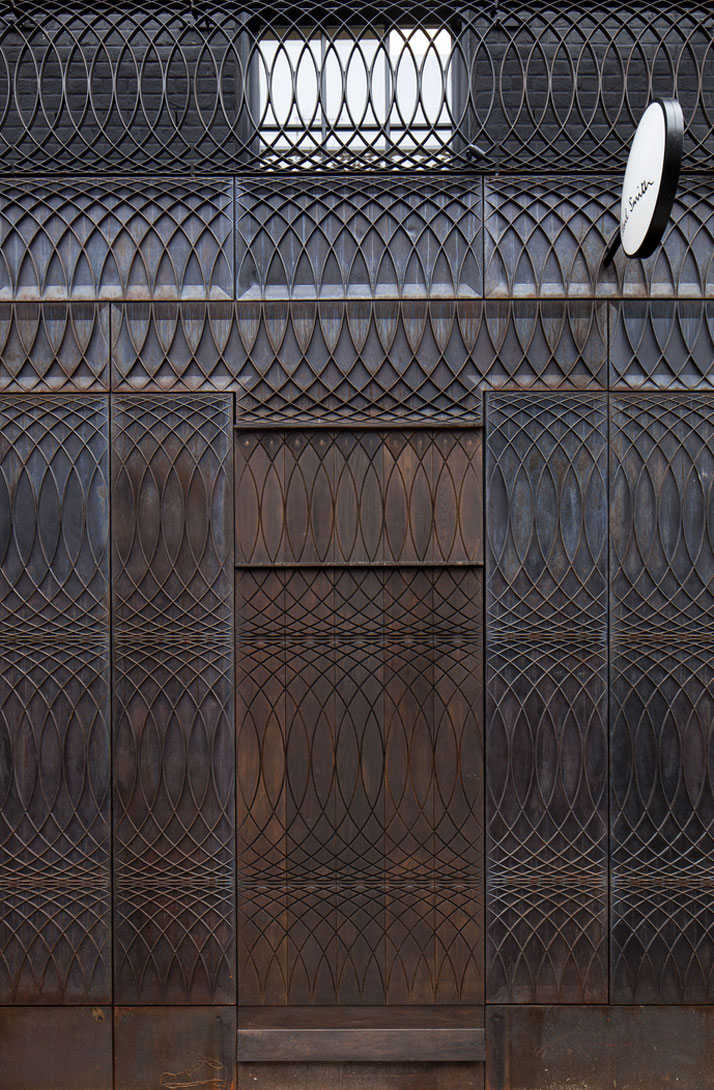 the-tree-mag paul-smith-albemarle-street-store-facade-by-6a-architects-40.jpg