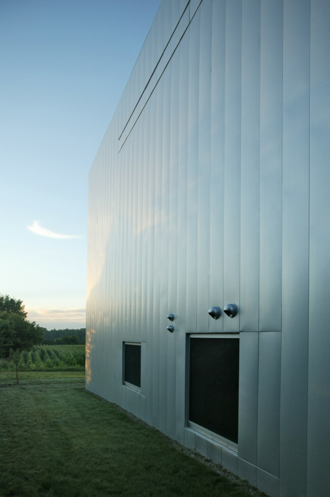 the-tree-mag-field-house-by-wendell-burnette-architects-130.jpg