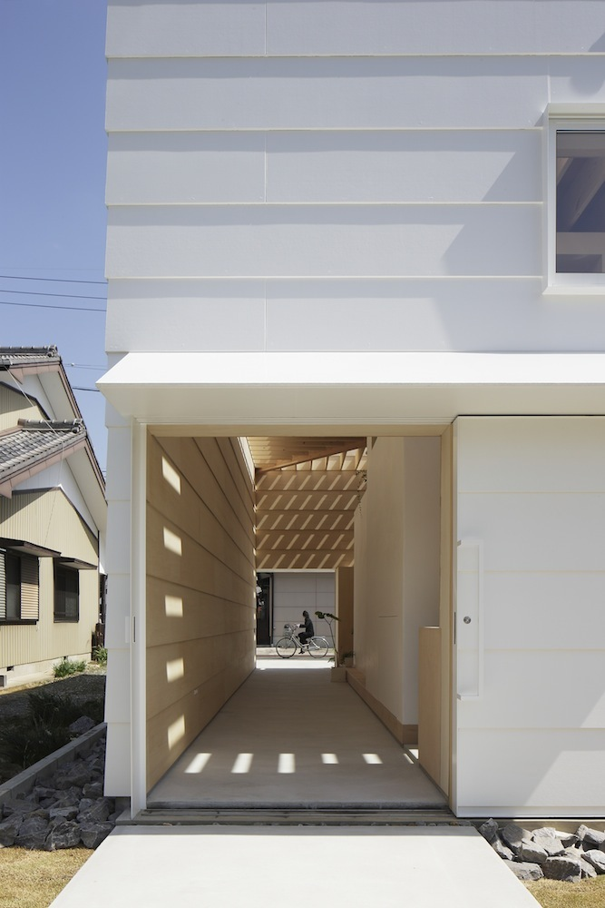 the-tree-mag Light Walls House by mA-style Architects 20.jpg