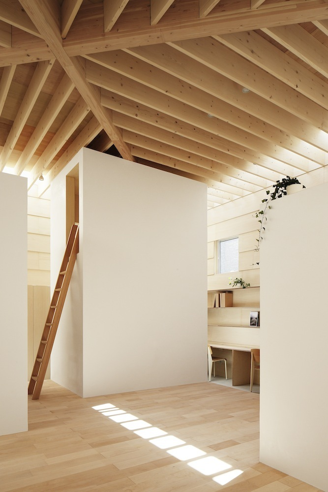 the-tree-mag Light Walls House by mA-style Architects 50.jpg