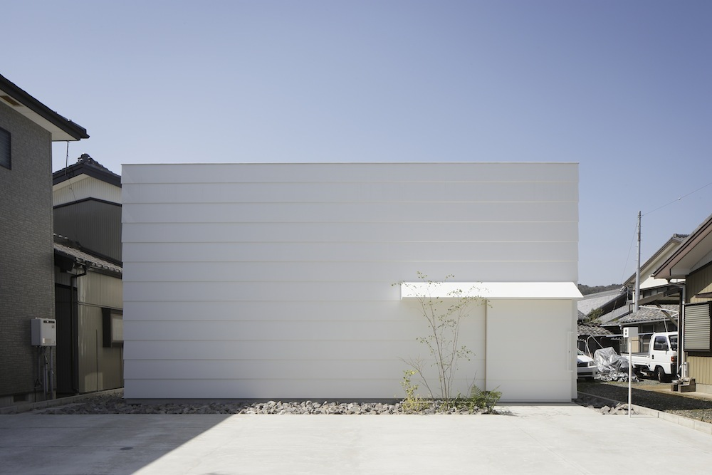 the-tree-mag Light Walls House by mA-style Architects 90.jpg