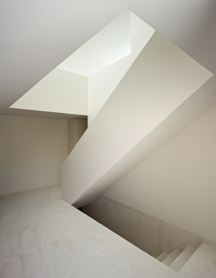 the-tree-mag_house-on-the-castle-mountainside-by-fran-silvestre-arquitectos-120.jpg