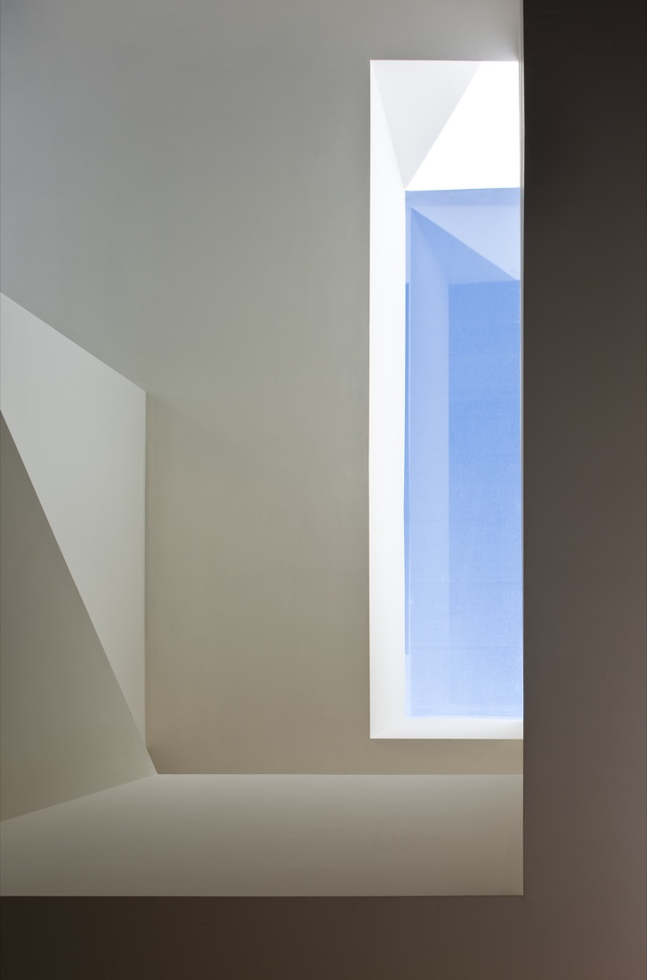 the-tree-mag_house-on-the-castle-mountainside-by-fran-silvestre-arquitectos-150.jpg
