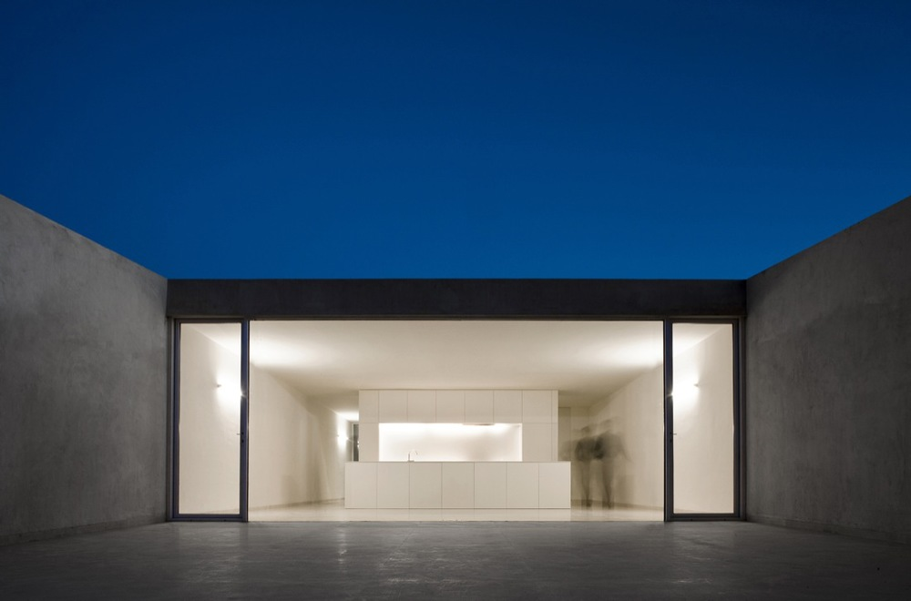 the-tree-mag_house-on-the-castle-mountainside-by-fran-silvestre-arquitectos-190.jpg