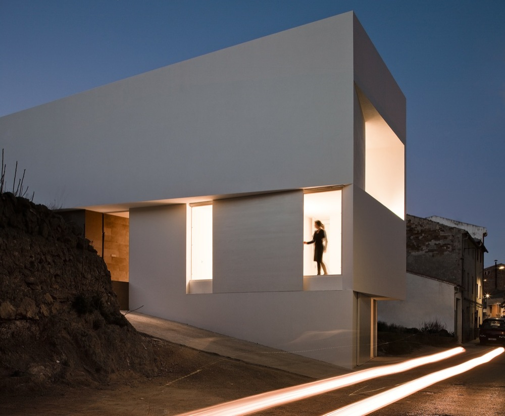 the-tree-mag_house-on-the-castle-mountainside-by-fran-silvestre-arquitectos-50.jpg