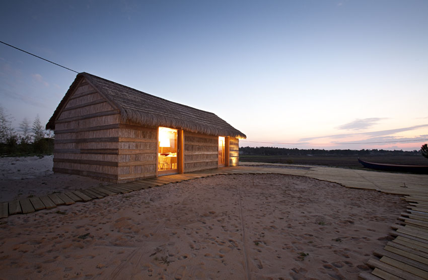 the-tree-mag-casa-na-areia-by-aires-mateus-10.jpg