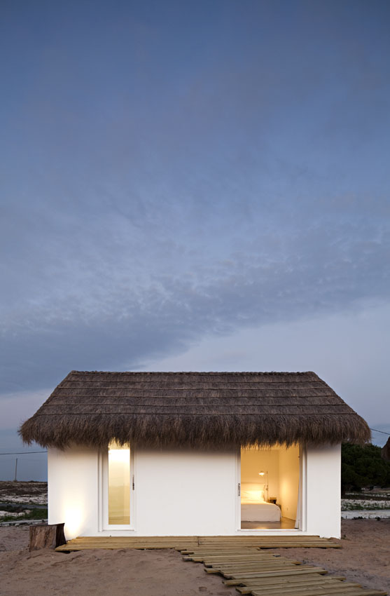 the-tree-mag-casa-na-areia-by-aires-mateus-30.jpg