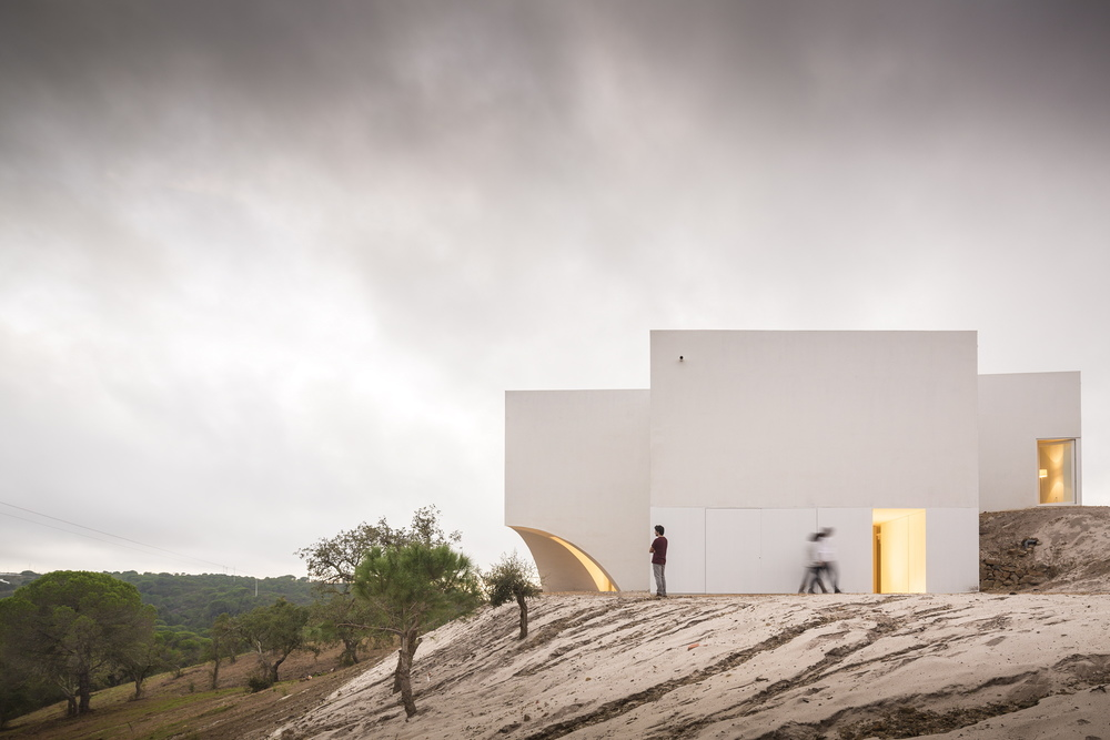the-tree-mag-house-in-fontinha-by-manuel-aires-mateus-sia-arquitectura-60.jpg