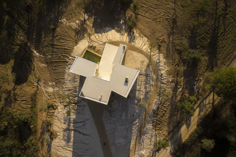 the-tree-mag-house-in-fontinha-by-manuel-aires-mateus-sia-arquitectura-130.jpg
